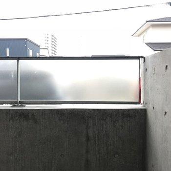 曇りガラスがあるので部屋は外から見えづらいです※写真は同間取り別部屋です