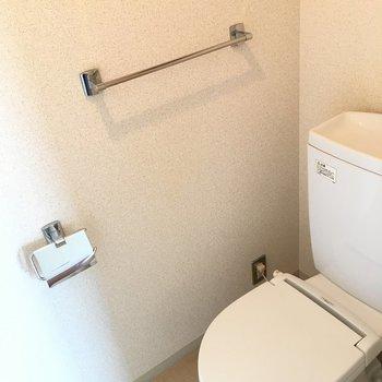 トイレも清潔感があります。※写真は10階の同間取り別部屋のものです。