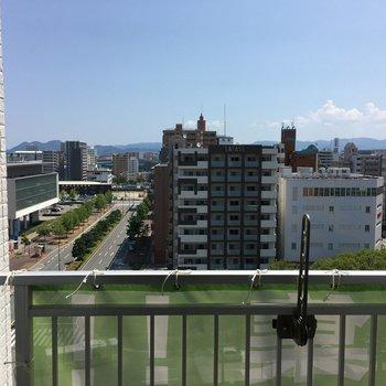 バルコニーからは海が見えない・・・※写真は10階の別部屋からの眺望です。
