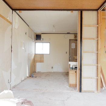 【工事中】キッチンは奥に入りますよ