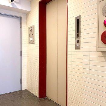 エレベーターで各階のお部屋まで!