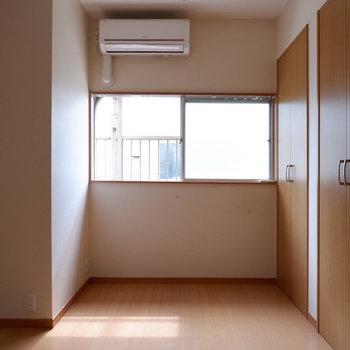【洋室7帖】2階だとまずまず光入ります。