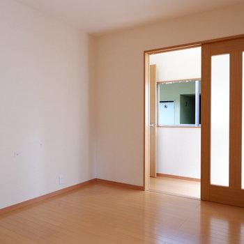 【洋室7帖】このお部屋が1番明るいかもしれません。