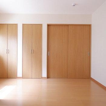 【洋室7帖】寝室には広さ十分。