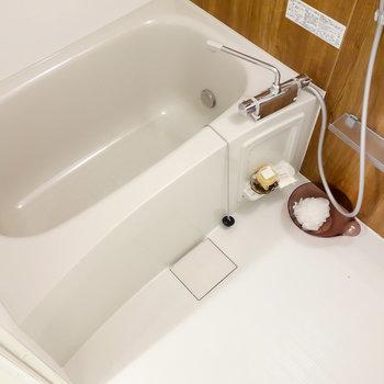 浴室乾燥機能も追焚機能もついていますよ。※写真は2階の同間取り別部屋のものです。