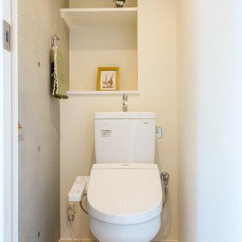 トイレは玄関から。※写真は2階の同間取り別部屋のものです。