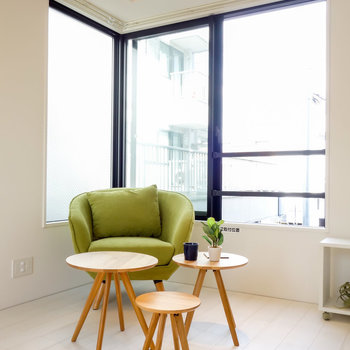 チェアやソファを置いて、心地よさを感じたい。※写真は2階の同間取り別部屋のものです。