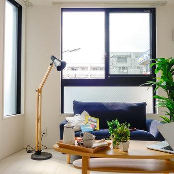 2面の窓で、明るさもありますね。※写真は2階の同間取り別部屋のものです。