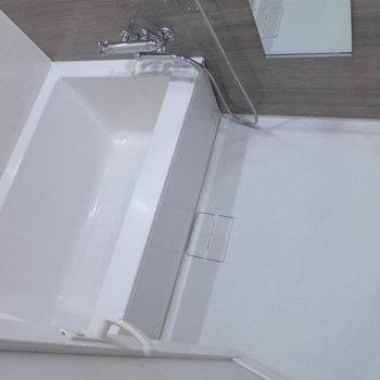 お風呂も広くて清潔感!(※写真は6階の同間取り別部屋のものです)