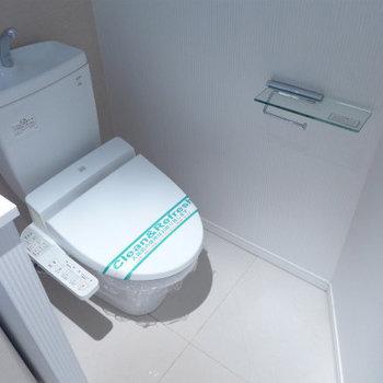 トイレはウォシュレット付きで嬉しい!(※写真は6階の同間取り別部屋のものです)
