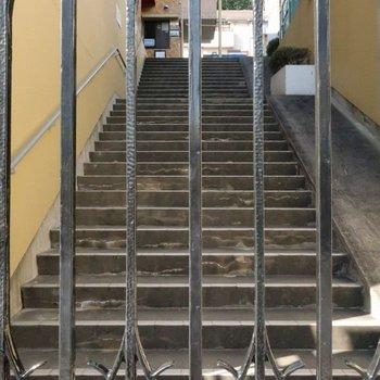 そして階段を上ります