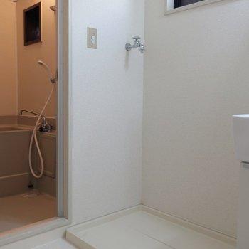 【サニタリー】洗面台横に、洗濯機置場。使いやすいですよね◎