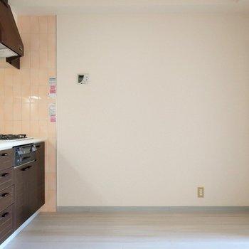 【ダイニング】食器棚もブラウンが合いそうですね。