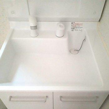 しっとりとした肌触りの洗面台、好きです※写真は1階の同間取り別部屋のものです