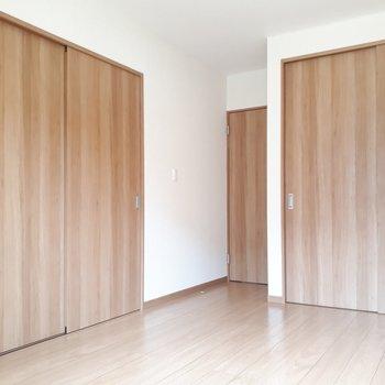 目に優しいウッドの雰囲気※写真は1階の同間取り別部屋のものです