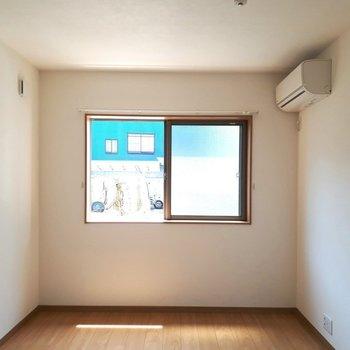 カウンターキッチンからの眺め※写真は1階の同間取り別部屋のものです
