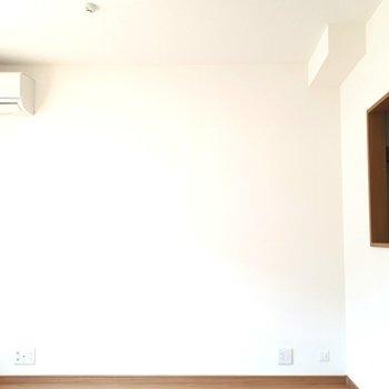 白壁に、ぽっかり穴※写真は1階の同間取り別部屋のものです
