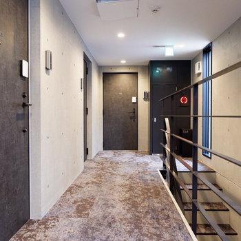 共用部の床がカーペットに。