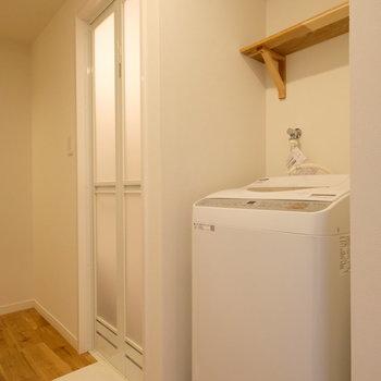 洗濯機は廊下にあります