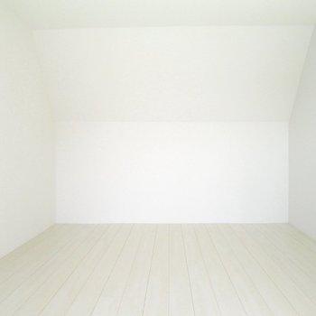 【上階】寝室や趣味部屋としても使えますね!※写真は3階の同間取り別部屋のものです