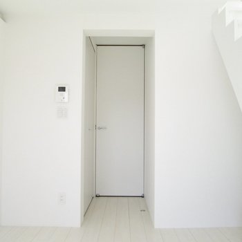 【下階】家具も統一するのも良さそう。※写真は3階の同間取り別部屋のものです