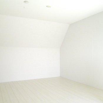 【上階】自分色にも染めたくなりますね。※写真は3階の同間取り別部屋のものです