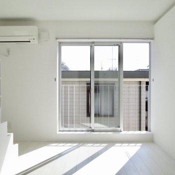 【下階】下も明るさ良好◯※写真は3階の同間取り別部屋のものです