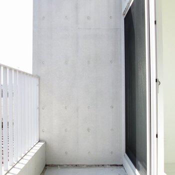 【上階】バルコニーは広いですよ〜※写真は3階の同間取り別部屋のものです