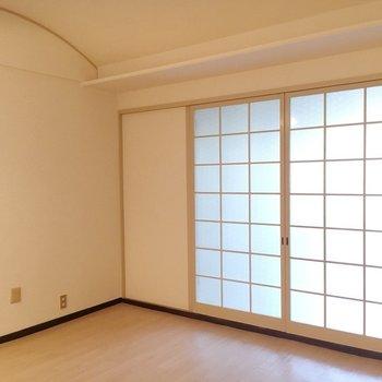 格子柄の仕切り戸は格子柄◎※写真は3階の反転間取り別部屋のものです。