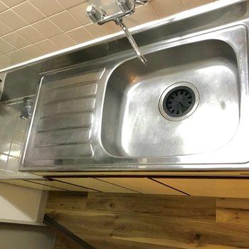 ガスコンロは持ち込みになりますね。そして、調理スペースが広いのは嬉しい。