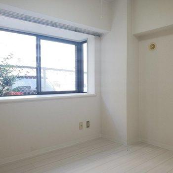 【洋室4.75帖】物置部屋でも〇※写真は1階の反転間取り別部屋のものです