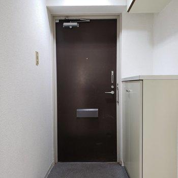玄関広いです。※写真は1階の反転間取り別部屋のものです