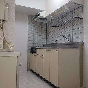 【DK】キッチンは広くて作業しやすそう。※写真は1階の反転間取り別部屋のものです