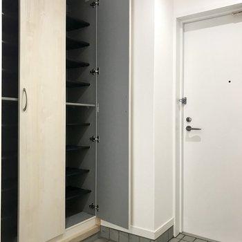 玄関広いなぁ〜靴箱も大量!満足すぎる。