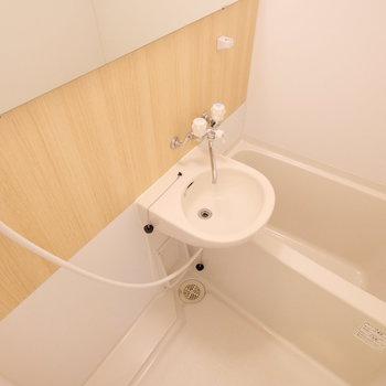 基本はシャワー派!の方にちょうどいいですね。浴槽が小さめですが、水道代節約できます◎