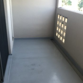 洗濯物を干すなら2階のバルコニーへ!(※写真は2階の同間取り別部屋のものです)