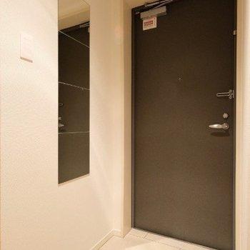 姿見がついた玄関です