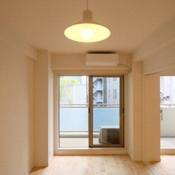 居室についた照明も雰囲気いい◎