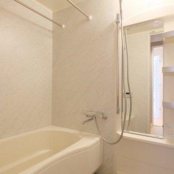 浴室乾燥のついた浴槽。大きさも十分!