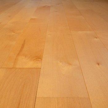 床はバーチを使ったサラサラとした床!