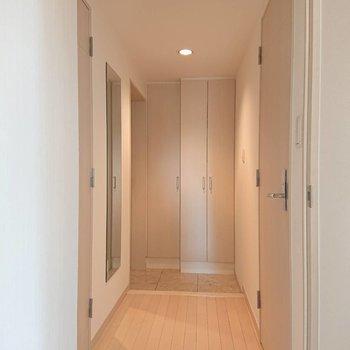 幅広めの廊下です