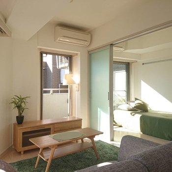 洋室との仕切りを開ければ更に広々※写真の家具はサンプルとなります
