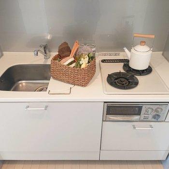 その奥がキッチンです※写真の家具はサンプルとなります