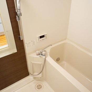 お風呂は追い焚きと乾燥機ついてます!※写真は1階の同間取り別部屋です。