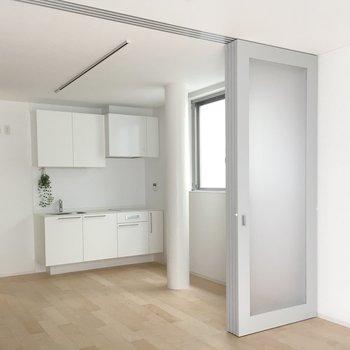 さらっとした床と真っ白な壁の色の相性がいいな。※写真は前回募集時のものです