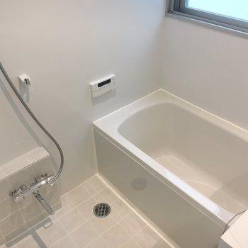 お風呂はゆったりサイズ。※写真は前回募集時のものです