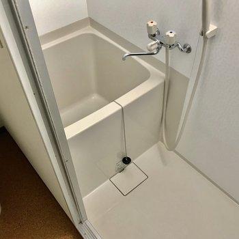 浴室はコンパクト
