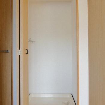 洗濯機置場は廊下に。普段は隠せて嬉しい。