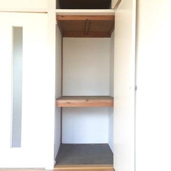 収納は押入れです。こちらは奥のお部屋です。※写真はクリーニング前のものです。