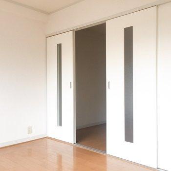 奥のお部屋からこの扉を開いて・・・※写真はクリーニング前のものです。